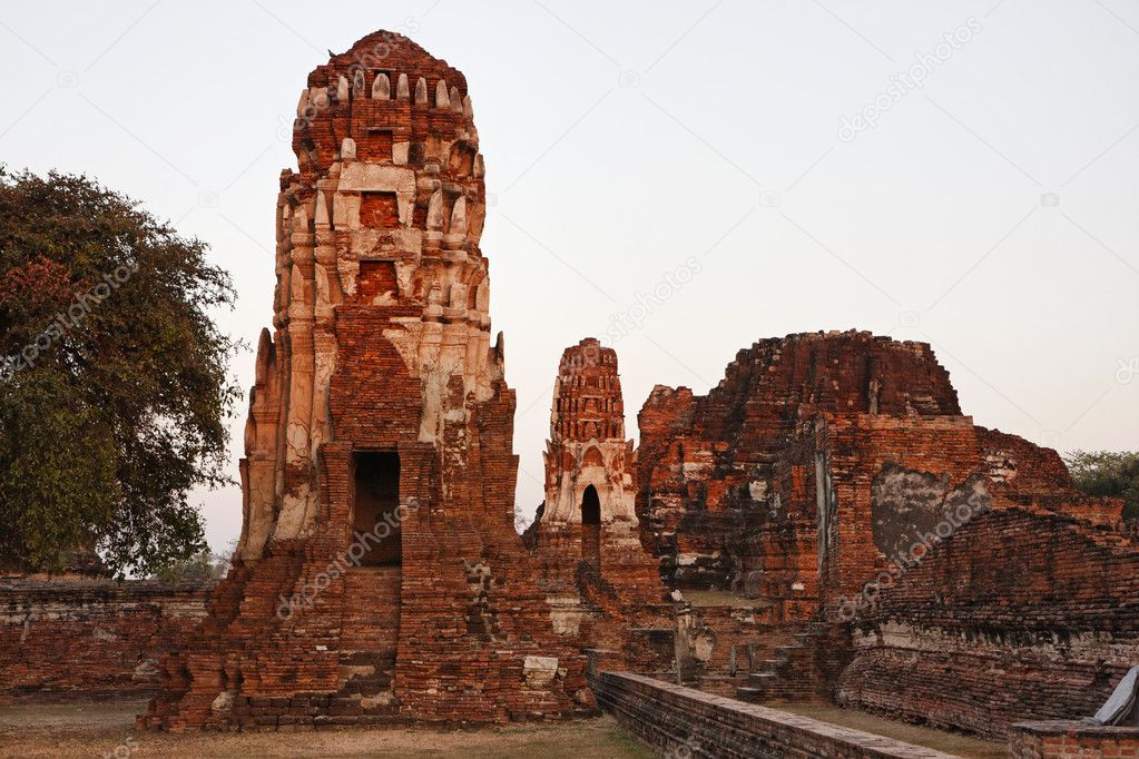 THAILAND, Ayutthaya, the ruins of the city's ancient temples at sunset — Stock Photo #8998183