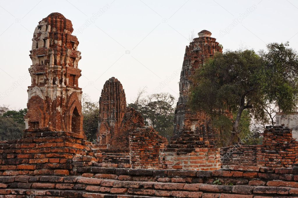 THAILAND, Ayutthaya, the ruins of the city's ancient temples at sunset — Stock Photo #8998282