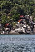 Thailand, Koh Nangyuan (Nangyuan Island), view of a resort on the rocks of the island — Stock Photo