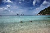 Thailand, Koh Nangyuan (Nangyuan Island), view of local fishing boats and two snorkelers — Stockfoto