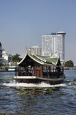 Thailand, Bangkok, view of the Chao Praya river and the skyline of the city — Stock Photo