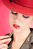 Portret van sensualiteit stijlvolle vrouw in de rode hoed — Stockfoto