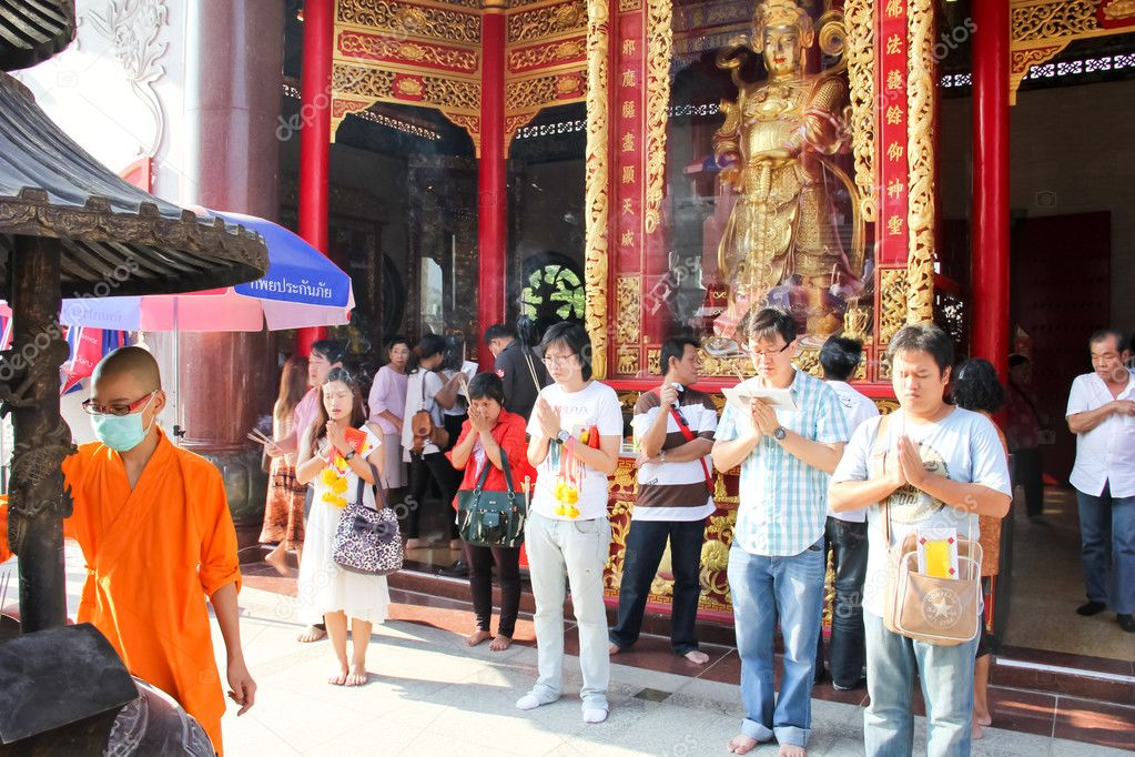 BANGKOK THAILAND-JANUARY 25 :Thai and Chinese have a right to worship something at Dragon Temple. on January 25,2012 in Bangkok,Thailand. — Stock Photo #8826763