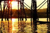 Gyllene ljus under bron — Stockfoto