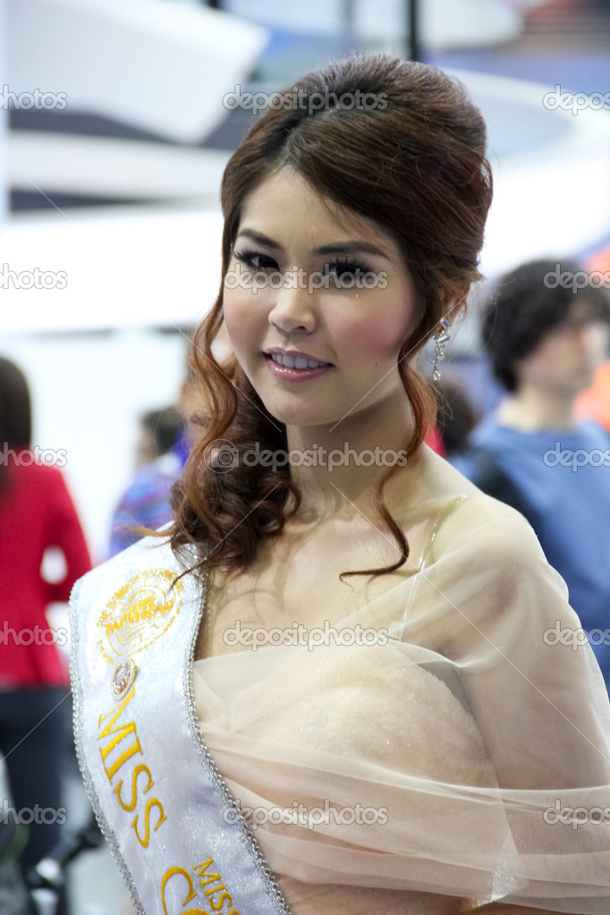 BANGKOK, THAILAND - MARCH 28 : An unidentified female presenter present at Miss Motor Show 2012 in the Thailand International Motor show 2012 at IMPACT Muang Thong Thani on March 28, 2012 in Bangkok, Thailand. — Stock Photo #9770246