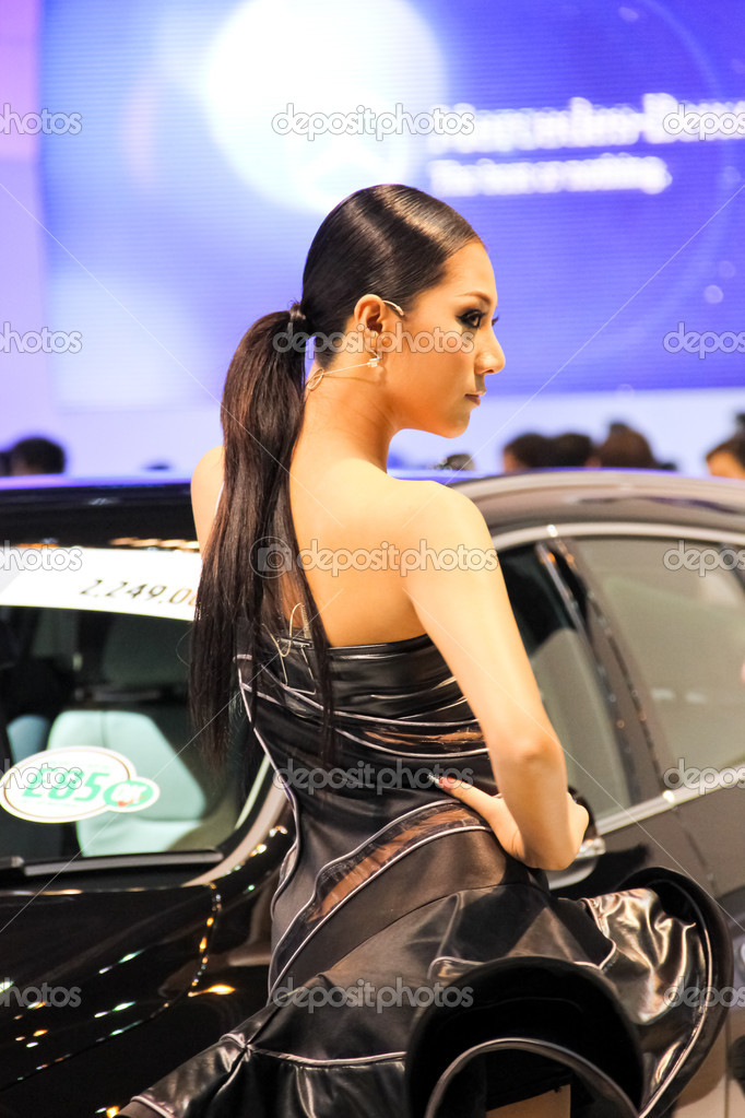 BANGKOK, THAILAND - MARCH 28 : An unidentified female presenter present at Volvo booth  in the Thailand International Motor show 2012 at IMPACT Muang Thong Thani on March 28, 2012 in Bangkok, Thailand. — Stock Photo #9770862
