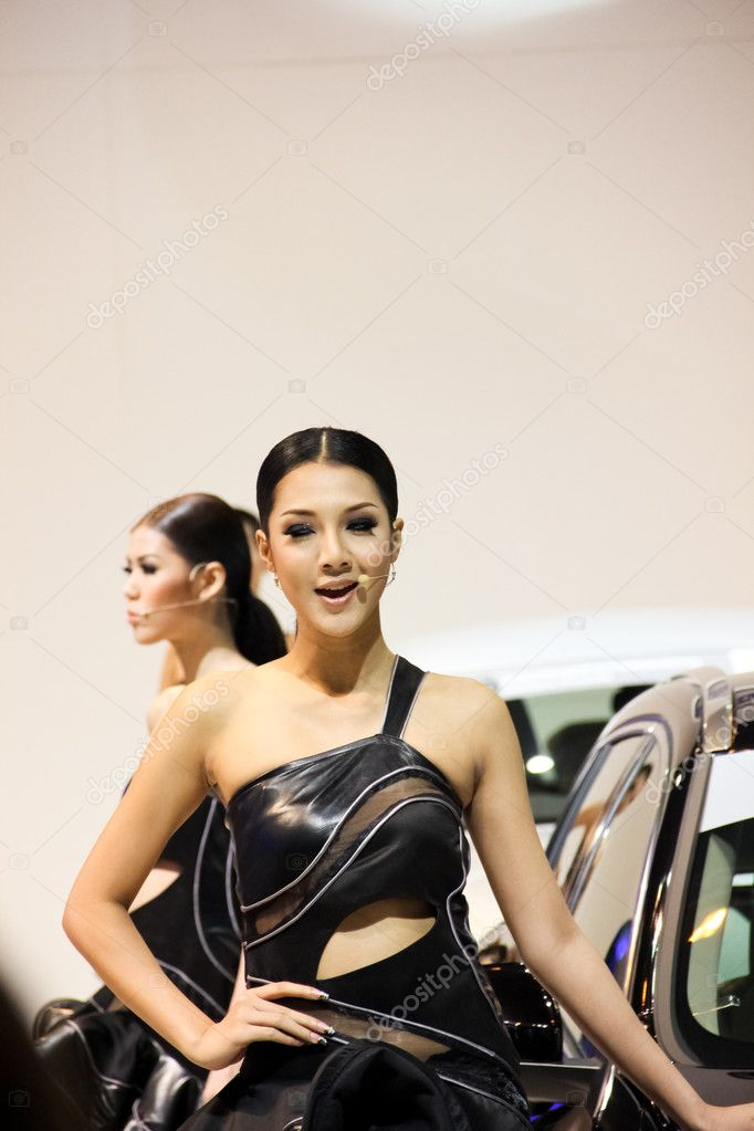 BANGKOK, THAILAND - MARCH 28 : An unidentified female presenter present at Volvo booth  in the Thailand International Motor show 2012 at IMPACT Muang Thong Thani on March 28, 2012 in Bangkok, Thailand. — Stock Photo #9771213