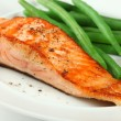 Closeup of Grilled Salmon Fellet with Green Beans — Stock Photo
