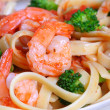 Fettuccine Pasta with Shrimp and Vegetables — Stock Photo
