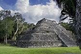 Mayan ruin pyramid — Stock Photo