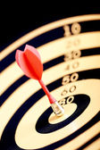 Selective focused dart on target — Stock Photo