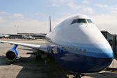 Jumbo jet estacionado — Foto de Stock