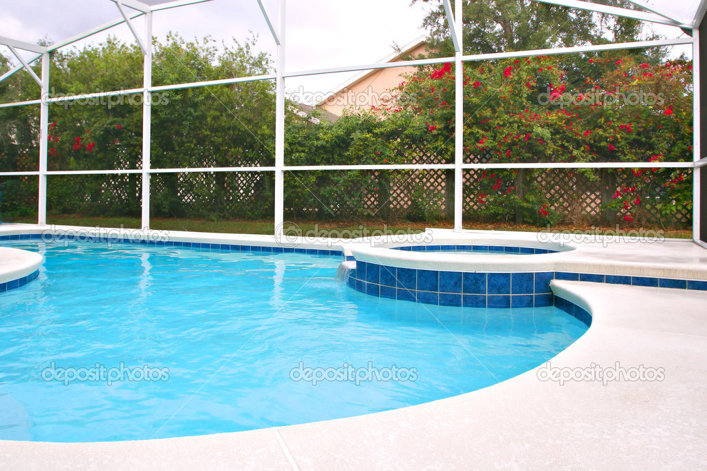 Backyard Swimming Pool with Hot Tub — Stock Photo #8138673
