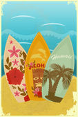 Tablas de surf en la playa — Vector de stock