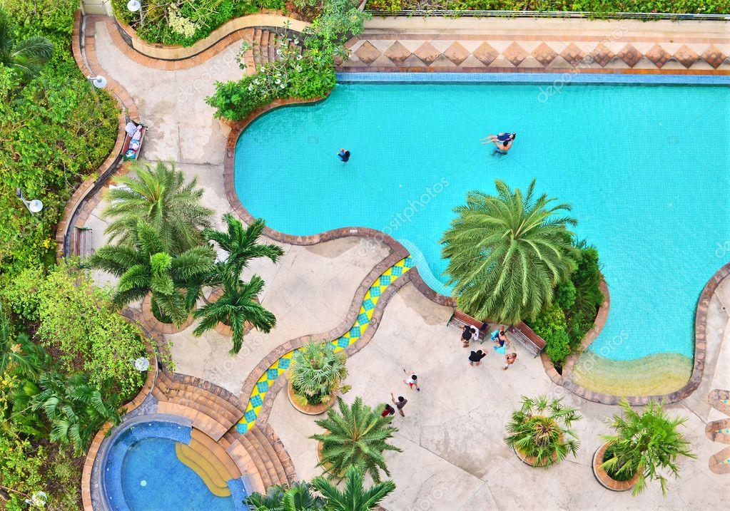 Bovenaanzicht van zwembad stockfoto zmkstudio 8061081 for Zwembad aanschaffen
