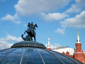 Moscow Fountain with George the Victorious May 2011 — Stock Photo