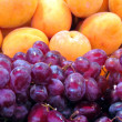 Tel Aviv grapes and apricots 2012 — Stock Photo