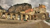 Atrani, pueblo de pescadores italianos, paisaje — Foto de Stock