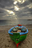 Fishing boat on the beach of Atrani (SA) during a rainstorm — Stock Photo