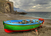 Fishing boat on the beach of Atrani (SA) during a temporal — Stock Photo
