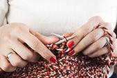 Woman knitting — Stock Photo