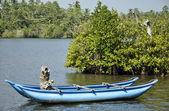 A bright blue boat beautifully stranded on a lake in Sri Lanka — Stock Photo