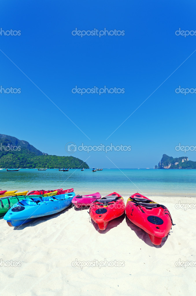 Colourful kayaks on tropical beach. — Stock Photo #8977474