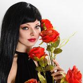 花で美しい少女 — ストック写真