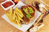 Pieczone mięsa i ziemniaków — Zdjęcie stockowe