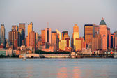 New York City Manhattan at sunset over Hudson River — 图库照片
