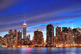 New york city manhattan midtown in de schemering — Stockfoto
