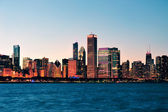 Chicago skyline at dusk — Stock Photo