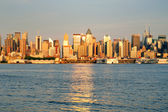 New York City Manhattan at sunset over Hudson River — Stok fotoğraf