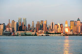 New York City Manhattan at sunset over Hudson River — Stockfoto