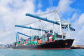 Navio de carga no porto de miami — Foto Stock