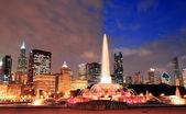 白金汉喷泉和城市天际线 — 图库照片