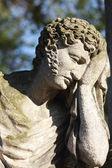 Staty av man på graven — Stockfoto