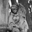 Statue Of Women On Tomb — Stock fotografie #10396594