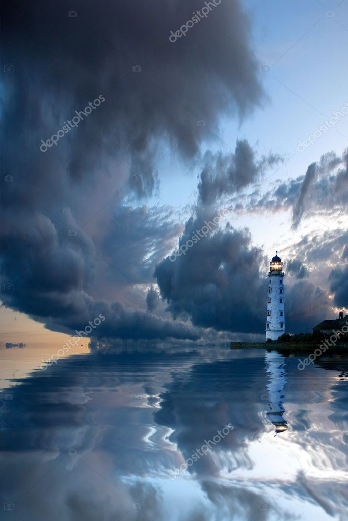 Beautiful nightly seascape with lighthouse and moody sky at the sunset — Stock Photo #9727849