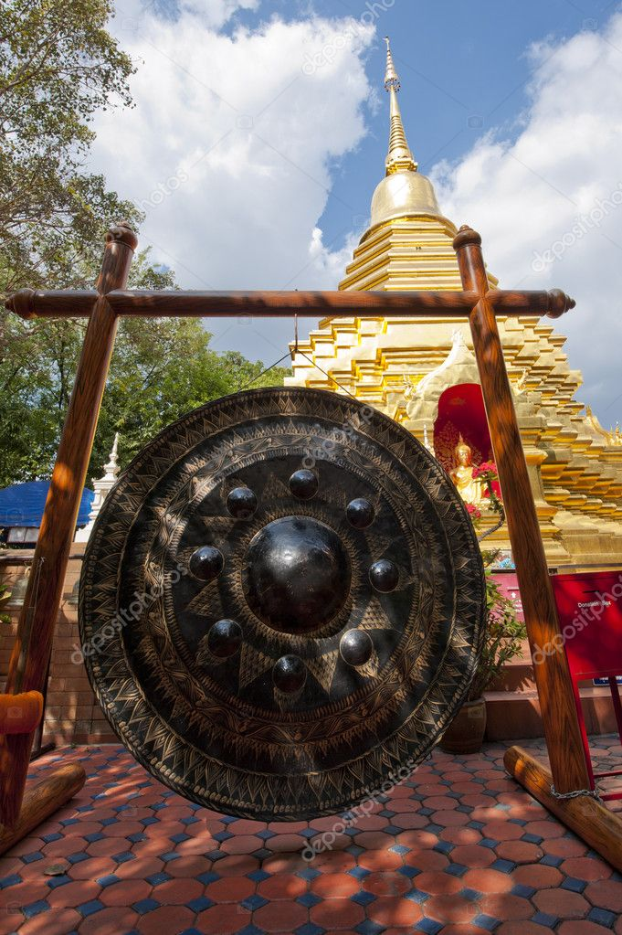 Large gong in a Thailand temple — Stock Photo #8775627