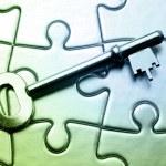 Key on jigsaw puzzle — Stock Photo #7965749