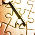 Key on puzzle — Stock Photo #8859652