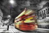 Bus in londen tijdens de nacht — Stockfoto