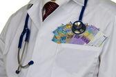 Arzt mit schweizer franken banknoten — Stockfoto