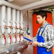 Heating engineer in the boiler room — 图库照片