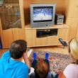 Family watching television — Stockfoto