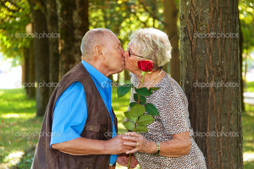 Older elderly couple in love. man gives a rose. — Stock Photo #10580882