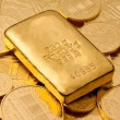 Investment in real gold than gold bullion — Стоковая фотография