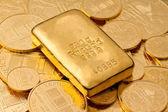 Investitionen in echtem gold als goldbarren — Stockfoto