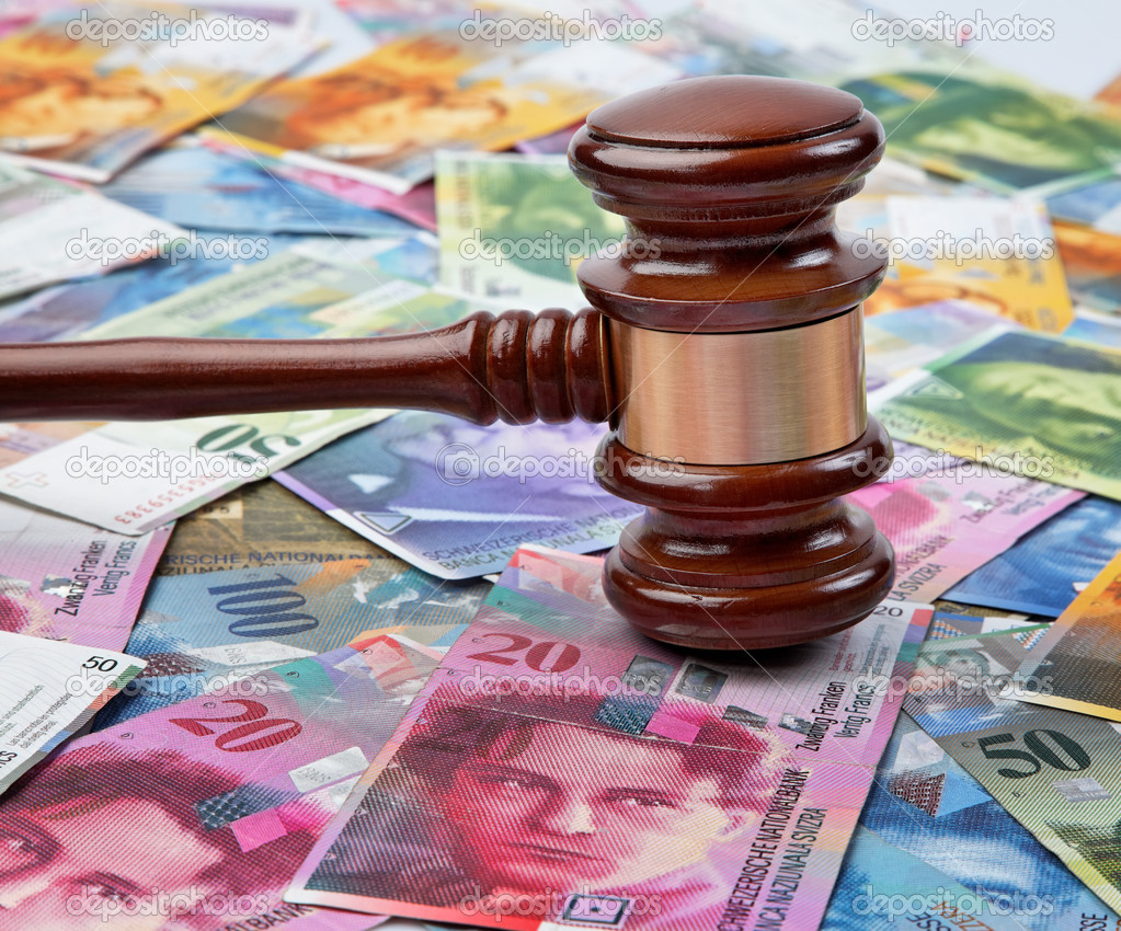 Money swiss franc and a gavel — Stock Photo #8153572